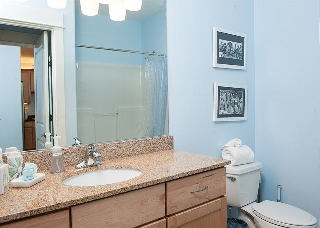 Each condo has two full baths - Book Now at www.KeystoneVacationsOregon.com