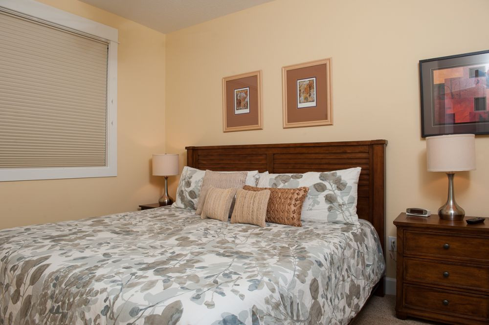 King or queen beds in master bedrooms - Book Now at www.KeystoneVacationsOregon.com