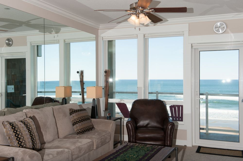 Wonderful oceanfront views from each living room - Book Now at www.KeystoneVacationsOregon.com