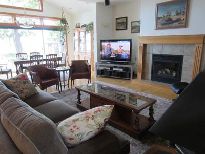 Spacious living room, big screen, gas fireplace