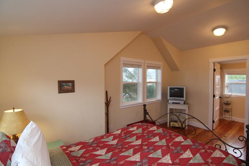 Seadrift Queen Bedroom in Detached Loft