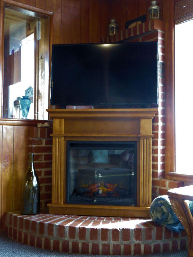 Roku TV w/Sling & Netflix, local networks via antenna- electric fireplace