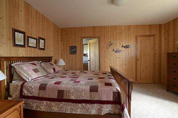 Queen Bedroon Suite offers walk in closet and has bathroom with tub and shower
