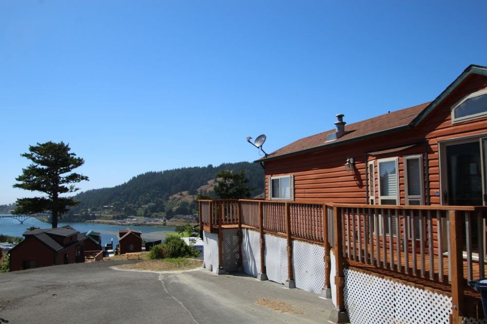 Beautiful Rogue River Views with the Pacific Ocean just beyond!