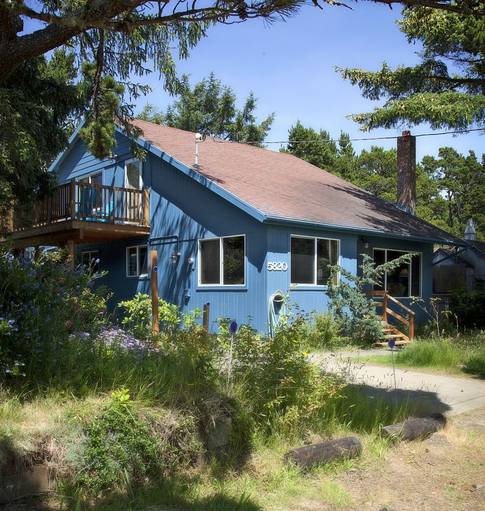 Idyllic Beach House - Pier Street