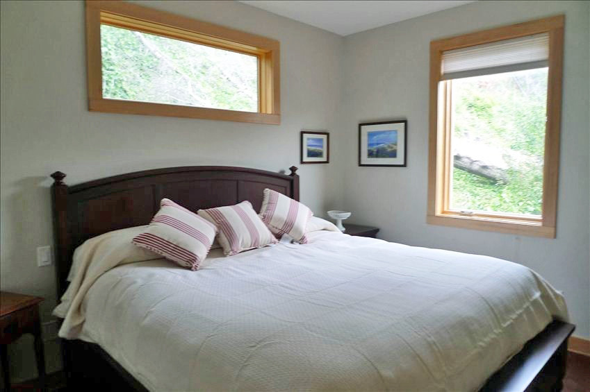 Upstairs King Size Bedroom