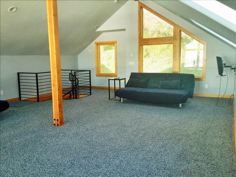 Loft area w/3 Futon Beds