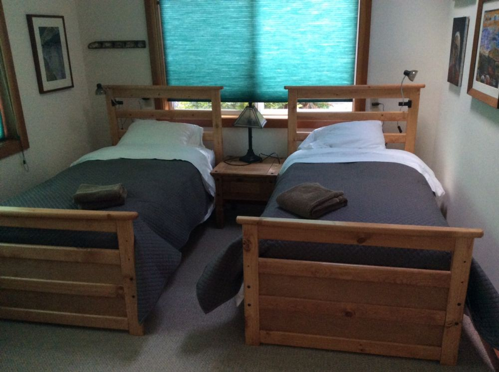 Twin beds, First floor
